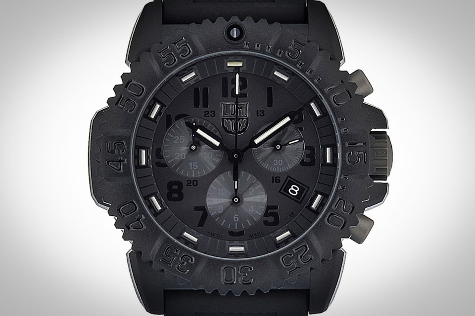 Montre-luminox-blackout-3081-5