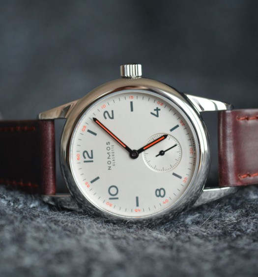 Montre-Nomos-Club-Couverture