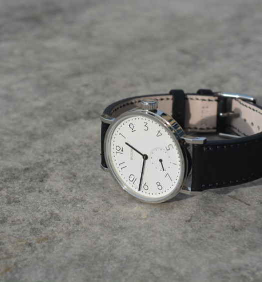 Montre-Stowa-Antea-Back-to-Bauhaus-Couverture-2