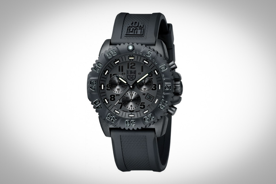 Montre-luminox-blackout-3081-7