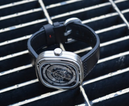 Montre-Automatique-SevenFriday-P1B-01-17