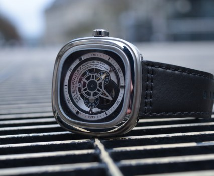 Montre-Automatique-SevenFriday-P1B-01