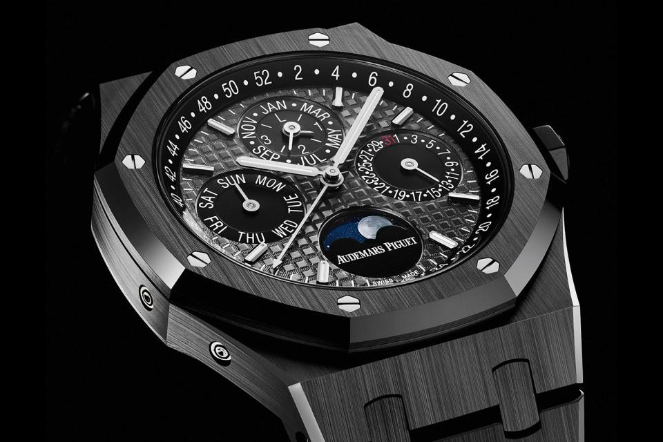 SIHH-Audemars-Piguet-Royal-Oak-Perpetual-Calendar-Black-Ceramic-2