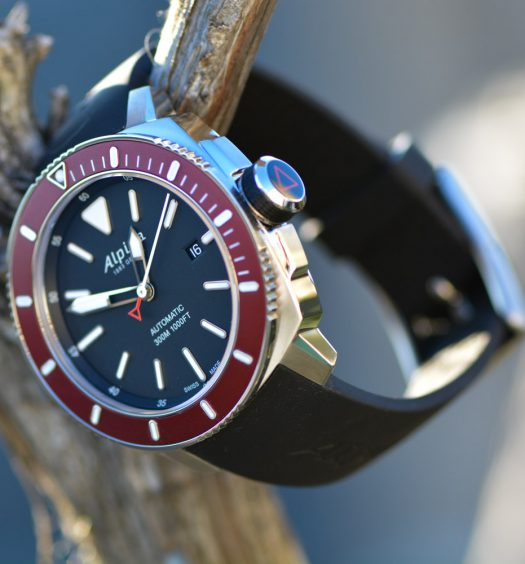 Montre-Alpina-Seastrong-Diver-300-Automatic-00
