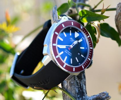 Montre-Alpina-Seastrong-Diver-300-Automatic-1