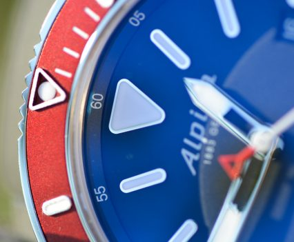 Montre-Alpina-Seastrong-Diver-300-Automatic-15