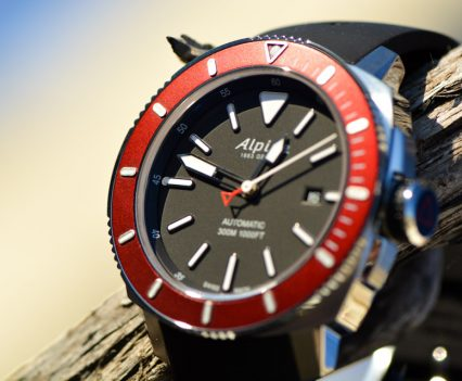 Montre-Alpina-Seastrong-Diver-300-Automatic-17