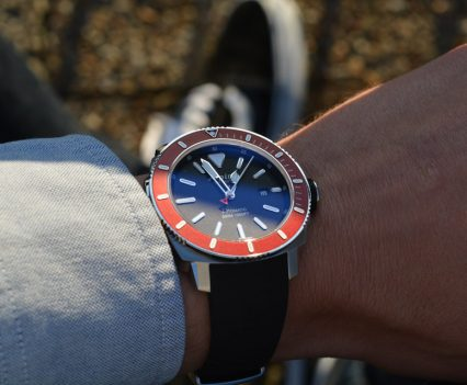 Montre-Alpina-Seastrong-Diver-300-Automatic-39
