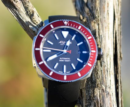 Montre-Alpina-Seastrong-Diver-300-Automatic-4