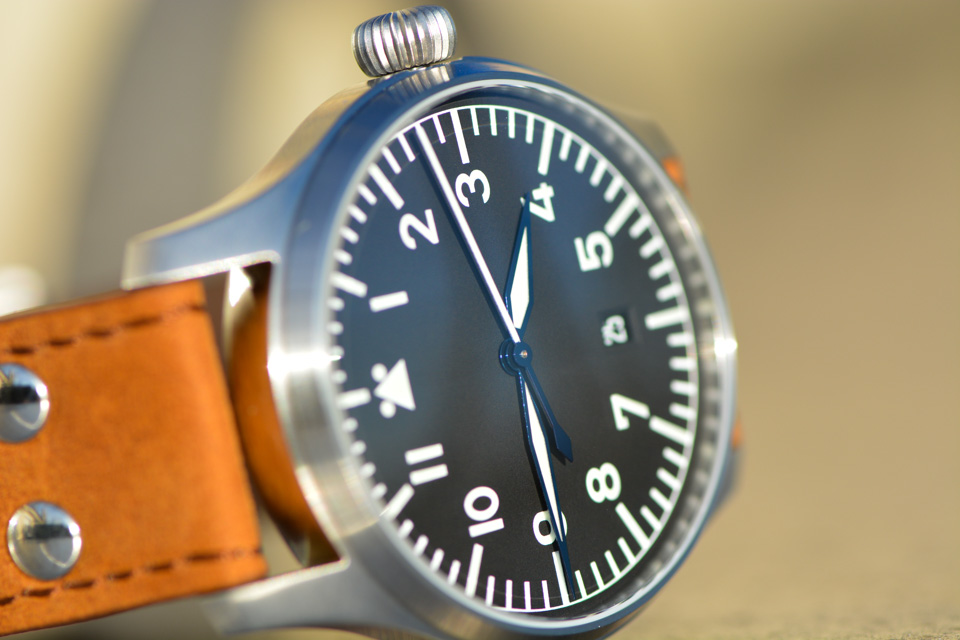 Montre-Stowa-Flieger-Klassik-40-logo-and-date-6