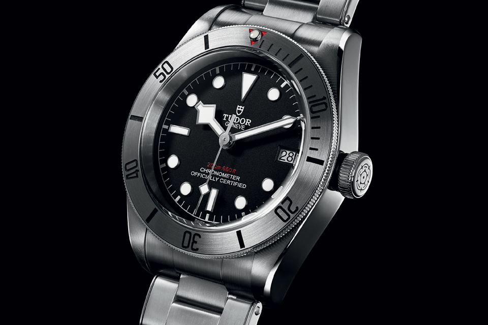 montre-plongee-tudor-black-bay-steel
