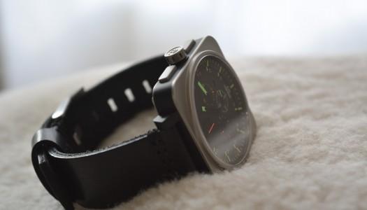 Minus-8 Square Chrono : la montre aviateur revisitée