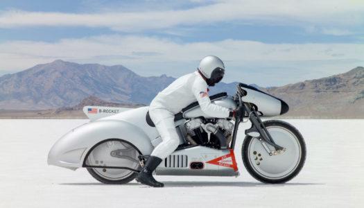 Faut-il porter une montre à moto ?